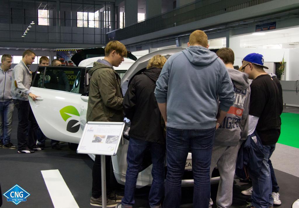 Strefa Metanu w Miasteczku Ekologicznym Poleko 2014. Wystawa Pojazdów CNG.